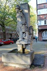 Denkmal der Hamburger Hummelfigur in der Neustadt. Der Hamburger Wasserträger ist eine Symbolfigur, dessen Steinfigur am Breiter Gang / Rademachergang im ehem. Gängeviertel Hamburgs steht. Der Hummelbrunnen wurde von dem Bildhauer Richard Kuöhl 1938