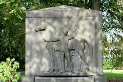 Marienthal ist ein Hamburger Stadtteil im Bezirk Hamburg Wandsbek. Husarendenkmal in Hamburg Wandsbek - aufgestellt 1923, Bildhauer Oscar E. Ulmer.