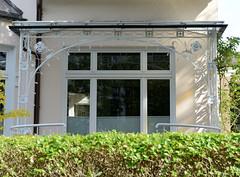 Marienthal ist ein Hamburger Stadtteil im Bezirk Hamburg Wandsbek. Veranda mit eisernem Jugendstil-Dekor / Geländer.