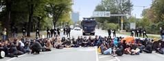 Straßenblockade,  Sitzblockade  an der Lombardsbrücke nach der Klimademo in Hamburg.