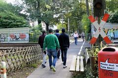 Marienthal ist ein Hamburger Stadtteil im Bezirk Hamburg Wandsbek. Bahnübergang für Fußgänger am Schlossgraben.