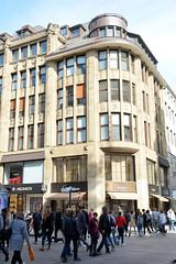 Fotos aus der Hamburger Einkaufsstraße Neuer Wall im Stadtteil Neustadt - Hamburgs Innenstadt. Eckgebäude / Kontorhaus mit Luxusgeschäften an der Poststraße, Neuer Wall.