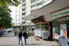 Fotos aus dem Hamburger Stadtteil Dulsberg - Bezirk Hamburg Nord. Architektur der 1960er Jahre - Ladenzeile in der Dithmarscher Straße.