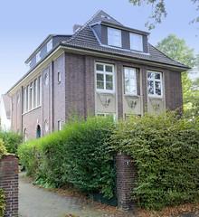 Marienthal ist ein Hamburger Stadtteil im Bezirk Hamburg Wandsbek. Wohnhaus in der Claudiusstraße mit Fassadenschmuck; das um 1930 errichtete Gebäude steht unter Denkmalschutz.