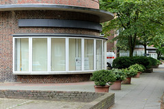 Fotos aus dem Hamburger Stadtteil Dulsberg - Bezirk Hamburg Nord. Runde Kopfbauten mit Laden der Frankschen Laubenganghäuser in der Oberschlesischen Straße; die Gebäude wurden 1931 errichtet und stehen unter Denkmalschutz.