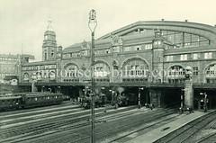 Historische Darstellungen vom Hamburger Hauptbahnhof im Stadtteil Sankt Georg.