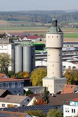 Die Stadt Lauingen , Donau liegt im Landkreis Dillingen im Donautal in Bayern. Gewerbegebiet mit Silos und altem Wasserturm.