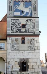 Die Stadt Lauingen , Donau liegt im Landkreis Dillingen im Donautal in Bayern. Moderne Fresken am Schimmelturm in Lauingen.