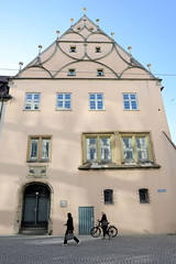 Ulm ist eine Universitätsstadt an der Donau  in Baden-Württemberg.