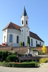 Grundremmingen, Gemeinde an der Donau in Bayern - Stadtort des gleichnamigen Kernkraftwerks, Siedewasserreaktors. Katholische Pfarrkirche in der Kirchstraße, ursprünglich mittelalterliche Anlage, um 1900 erneuert.