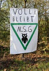 Bilder vom Vollhöfner Wald in Hamburg Finkenwerder. Plakat, VÖLLI bleibt - NSG am Rande des Waldgebiets.