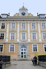 Mauthausen ist eine Marktgemeinde in Oberösterreich und liegt an der Donau; zwischen 1938 und 1945 befand sich dort das KZ Mauthausen.