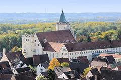Die Stadt Lauingen , Donau liegt im Landkreis Dillingen im Donautal in Bayern. Blick vom Schimmelturm auf das ehem. Schloss, erbaut 1482 als zweite Residenz der Herzöge von Pfalz-Neuburg - heute Nutzung als Pflegeheim.