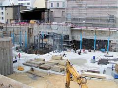 Bilder aus der Hamburger Innenstadt - Stadtteil Neustadt.  Baustelle am Gustav Mahler Platz - ein modernes Bürogebäude soll entstehen. (2004)