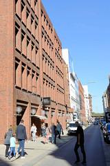 Bilder aus der Hamburger Innenstadt - Stadtteil Neustadt. Blick in die Großen Bleichen - Backsteinfassade des Renaissance Hotels.