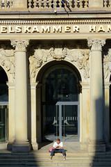 Bilder aus der Hamburger Innenstadt - Stadtteil Altstadt. Eingang zur Hamburger Handelskammer am Adolphsplatz.
