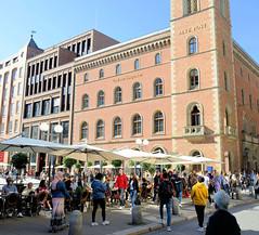 Bilder aus der Hamburger Innenstadt - Stadtteil Neustadt. Blick über die Postbrücke zum denkmalgeschützten Gebäude der Alten Post. Der historische Verwaltungsbau wurde 1847 errichtet - Architekt  Alexis de Chateauneuf.
