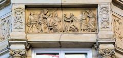 Bilder aus der Hamburger Innenstadt - Stadtteil Neustadt. Historisierendes Fassadenrelief mit griechisch / römischen Motiven in den Colonnaden.