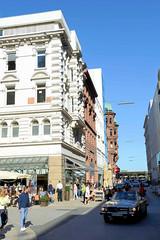 Bilder aus der Hamburger Innenstadt - Stadtteil Neustadt.  Geschäfshäuser, Verwaltungsgebäude in der Straße Große Bleichen / Poststraße - im Hintergrund der Jungfernstieg.