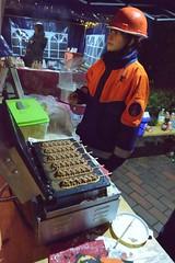 Stand der Freiwilligen Feuerwehr mit Waffeln auf dem Weihnachtsmarkt in Kayhude.