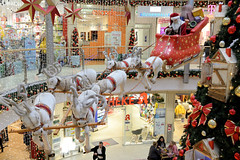 Fotos aus dem Hamburger Stadtteil Niendorf, Bezirk Eimsbüttel. Weihnachtsdekoration im Tibarg-Center - Niendorfer Einkaufszentrum.