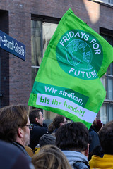 Klimastreik - Neustart Klima, Demonstration Fridays for Future am 29.11.2019 mit ca. 50 000 TeilnehmerInnen in Hamburg.