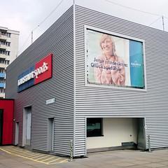 """Werbung """"Kauf dich glücklich"""" beim Einkaufszentrum Norderstedt."""