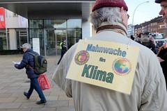 Mahnwache von Extinction Rebellion XR vor dem Verwaltungsgebäude der Siemens AG in Hamburg.