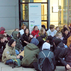 # BlockSiemens - Blockade des Verwaltungsgebäude von Siemens am Lindenplatz in der Hansestadt Hamburg.