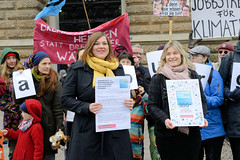 Hamburg muss Handeln - Übergabe einer Unterschriftenliste an die Stellvertretende Bürgermeisterin Katharina Fegebank am 14.02.2020