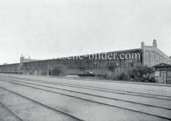 Eisenbahnschienen der Hamburger Hafenbahn - Landseite vom Lagerhaus B am Melnicker Ufer im Moldauhafen.