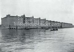 Die Speichergebäude G, F und H am Dessauer Ufer vom Saalehafen im Hamburger Freihafengebiet