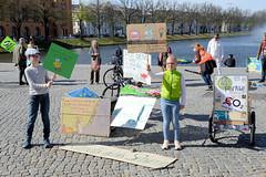 Globaler Klimastreik am 24. April 2020 am Pfaffenteich in Schwerin.