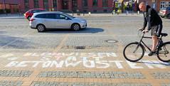 Globaler Klimastreik am 24. April 2020 - Plakataktion, Kreidemalerei in der Schloßstraße von Ludwigslust, Mecklenburg-Vorpommern.