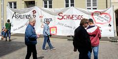 Mahnwache gegen die Schließung der Geburtshilfestation im Krankenhaus Crivitz vor dem Sitz der Ministerpräsidention Schwesig in der Landeshauptstadt Schwerin.
