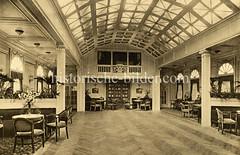 Lustdampfer Viktoria Luise der Hamburg Amerika Linie, erbaut 1900. Tanzsaal mit Musikempore.