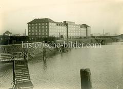 Historische Fotografie der Polizeikaserne auf der Hamburger Veddel ca. 1925.