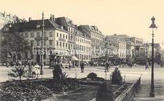 Alte Bilder aus der Dammtorstraße in der Hamburger Neustadt - Innenstadt. Blick über den Stephansplatz zur Dammtorstrasse ca. 1900; links mündet die Esplanade. Ein Strassenbahnwagen fährt Richtung Dammtor.