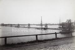 Verlegung eines Dükers / Unterwasserrohrs in der Billwerder Bucht  - jetzt Hamburg Rothenburgsort (ca. 1890)