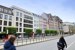 Bilder der Architektur in der Hamburger Dammtorstraße, Stadtteil Neustadt - Bezirk Hamburg Mitte. Häuserzeile mit historischen Wohn- und Geschäftshäusern sowie Neubauten.