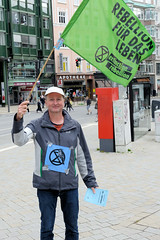 Aktion Klimarettungsschirm und Bürgerversammlung von Extinction Rebellion XR in der Hansestadt Hamburg  am 16.05.2020.