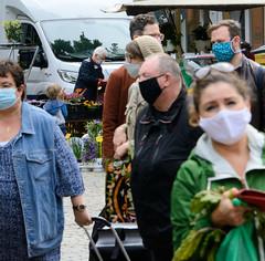 Hamburger Wochenmarkt auf dem Großneumarkt in der Neustadt zu Zeiten der Corona-Pandemie 2020.