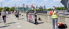 Tierschutz-Denonstration am 09.05.2020 auf dem Hamburger Jungfernstieg; LPT überall schließen, Tierversuche abschaffen.
