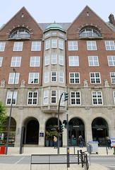 Bilder der Architektur in der Hamburger Dammtorstraße, Stadtteil Neustadt - Bezirk Hamburg Mitte. Fassade der ehem. Oberschulbehörde Hamburg, 1913 fertig gestellt - Architekt Fritz Schumacher.