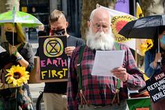 Aktion Klimarettungsschirm von Extinction Rebellion XR in der Hansestadt Hamburg  am 09.05.2020.