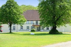 Weisin  wurde erstmals urkundlich 1235 erwähnt und liegt  im Landkreis Ludwigslust-Parchim in Mecklenburg-Vorpommern.