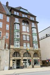 Bilder der Architektur in der Hamburger Dammtorstraße, Stadtteil Neustadt - Bezirk Hamburg Mitte. Gebäude der Schwan-Apotheke, errichtet 1912 - Architekten Jacob & Ameis.