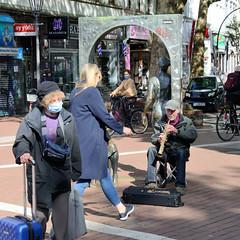 Straßenmusikanten am Spritzenplatz in Hamburg Ottensen zu Zeiten der Corona, Corvid 19 Pandemie 2020.
