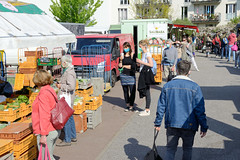 Hamburger Wochenmarkt in der Grundstraße von Eimsbüttel zu Corona-Zeiten.