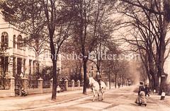 Historische Fotografie vom Harvestehuder Weg im Hamburger Stadtteil Harvestehude - Reiter auf der Straße, ca. 1905.